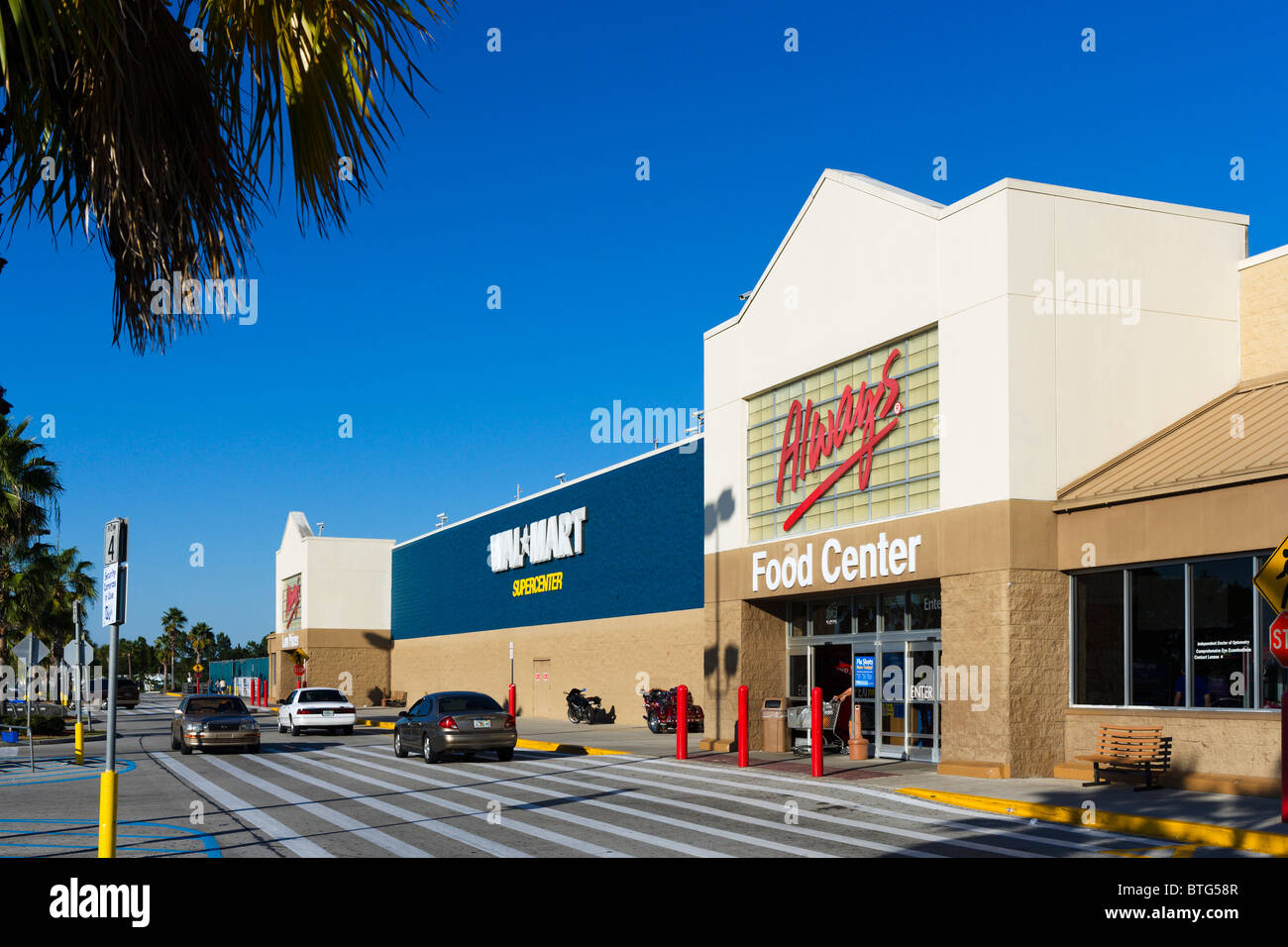cffa4e39478d3a Walmart Supercenter in Haines City, Central Florida, USA Stock Photo ...