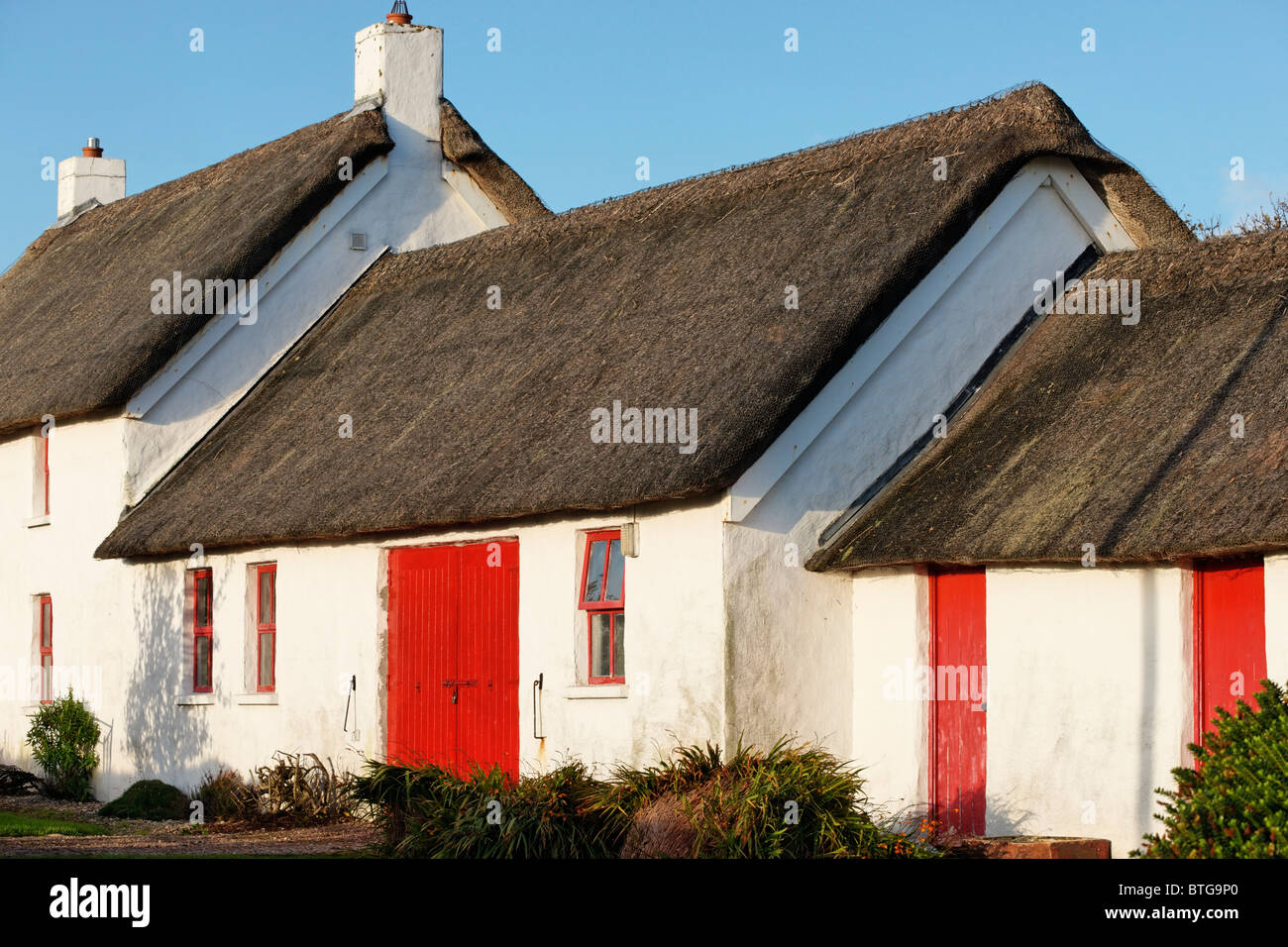 Thatched house at Earra Thire na Binne on the Fanad Peninsula, County Donegal, Ulster, Eire. - Stock Image