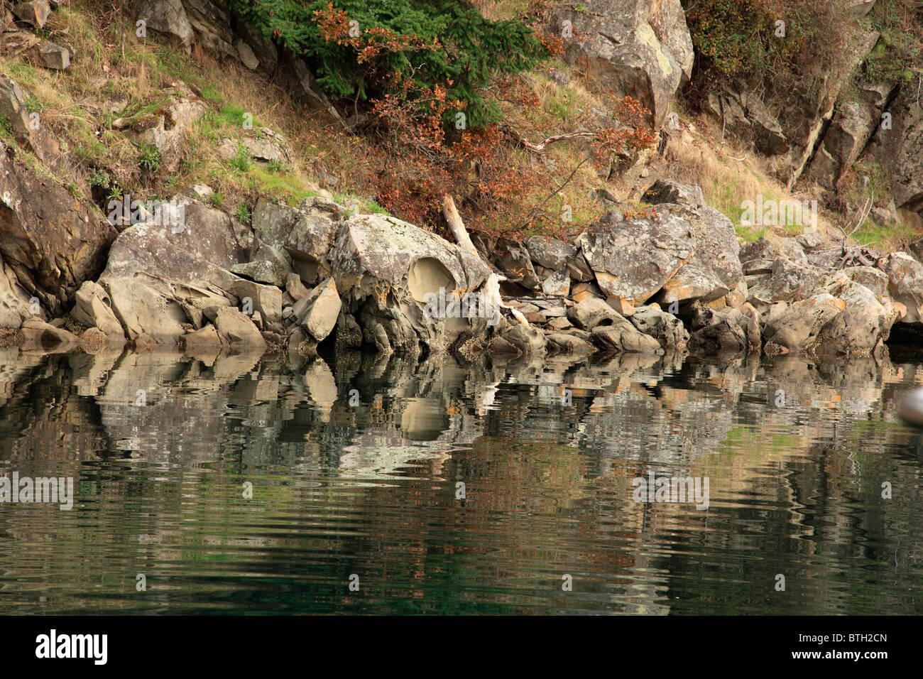 rocks poets cove - Stock Image