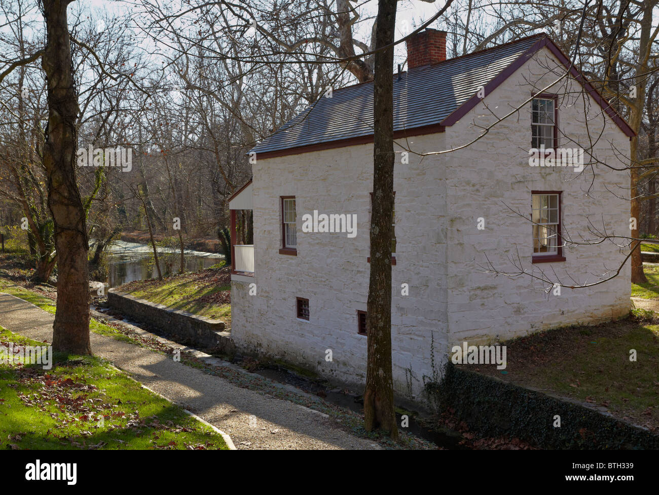 The rear exterior of Lockhouse 6 on the C&O Canal, Potomac, Maryland. - Stock Image