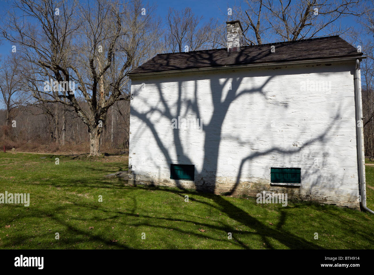 The rear exterior of Lockhouse 11 on the C&O Canal, Potomac, Maryland. - Stock Image