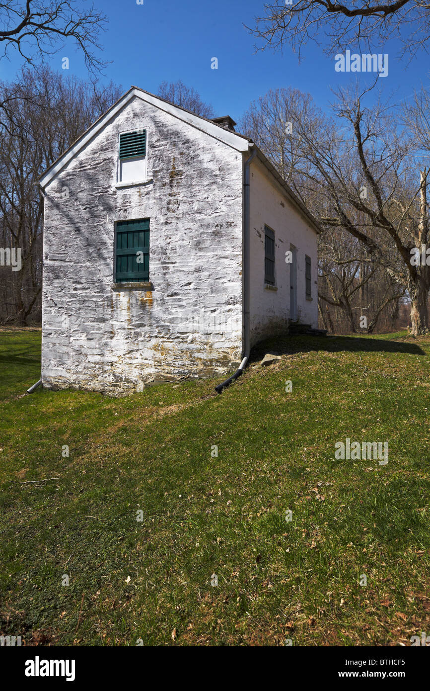 The south side and front exterior of Lockhouse 11 on the C&O Canal, Potomac, Maryland. - Stock Image