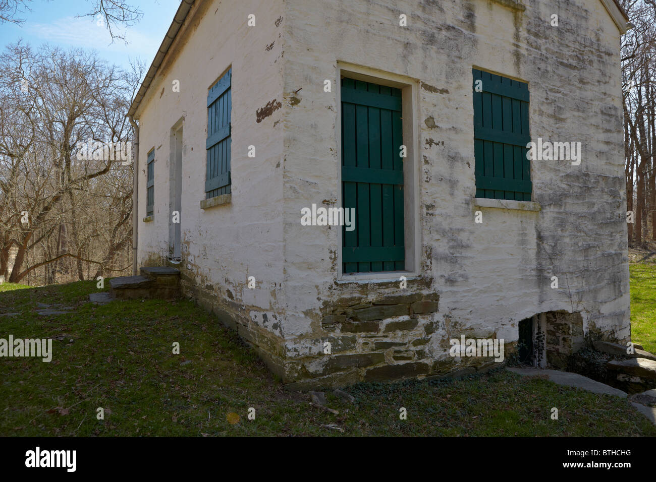 The north side and front exterior of Lockhouse 11 on the C&O Canal, Potomac, Maryland. - Stock Image