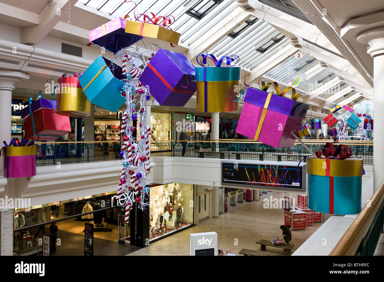 metrocentre gateshead out of town shopping mall christmas decorations display stock image - Mall Christmas Decorations
