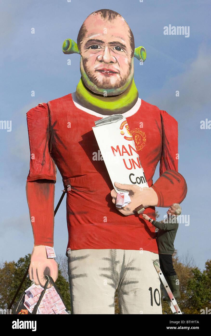 Edenbridge Bonfire societies giant effigy of Wayne Rooney. - Stock Image