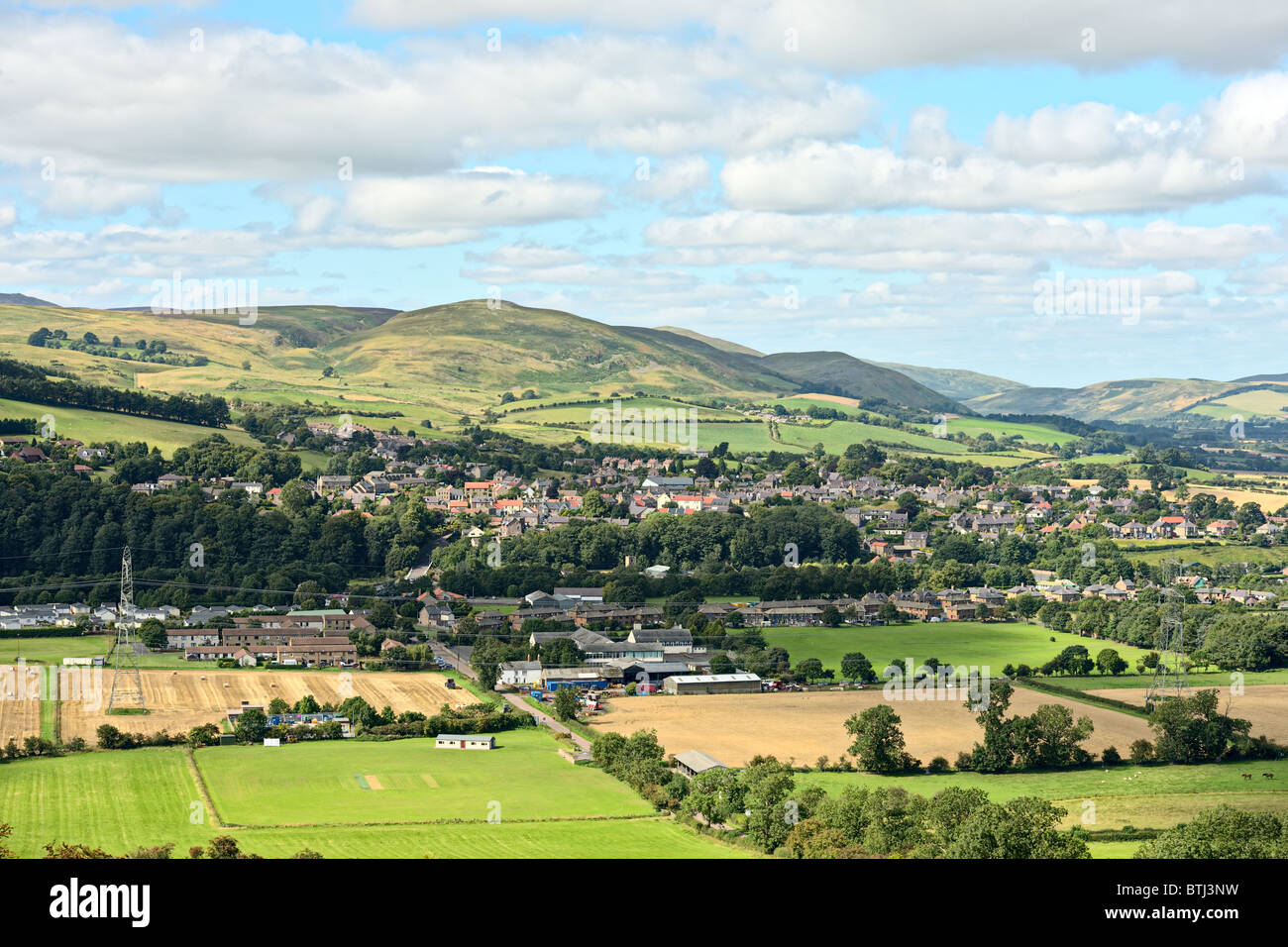 Wooler, Northumberland, England, UK, with Humbleton Hill in the background - Stock Image