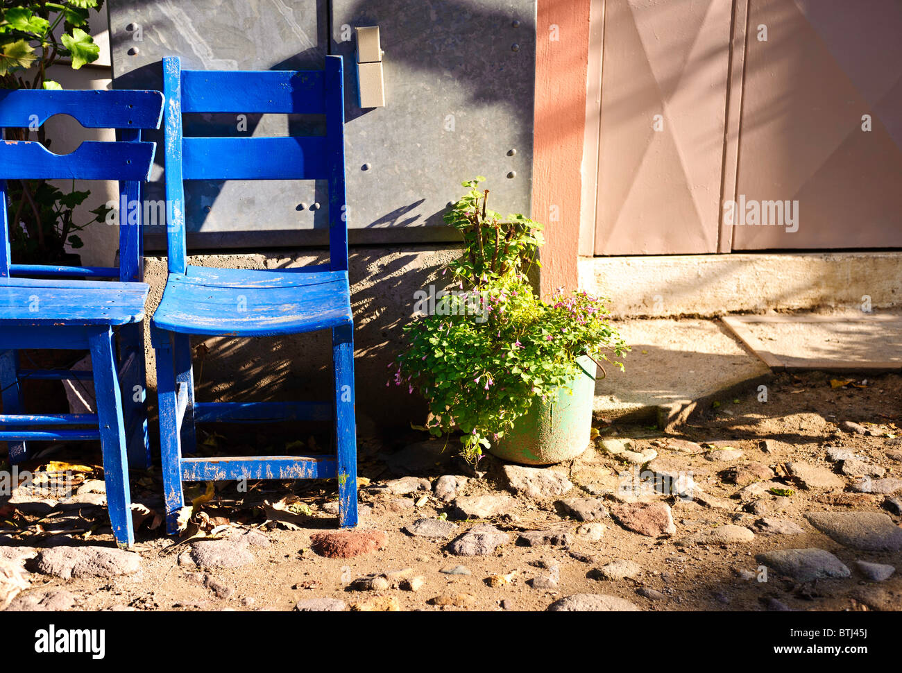 A street scene as found in the main town of Cunda Island, near Ayvalik, Turkey. - Stock Image