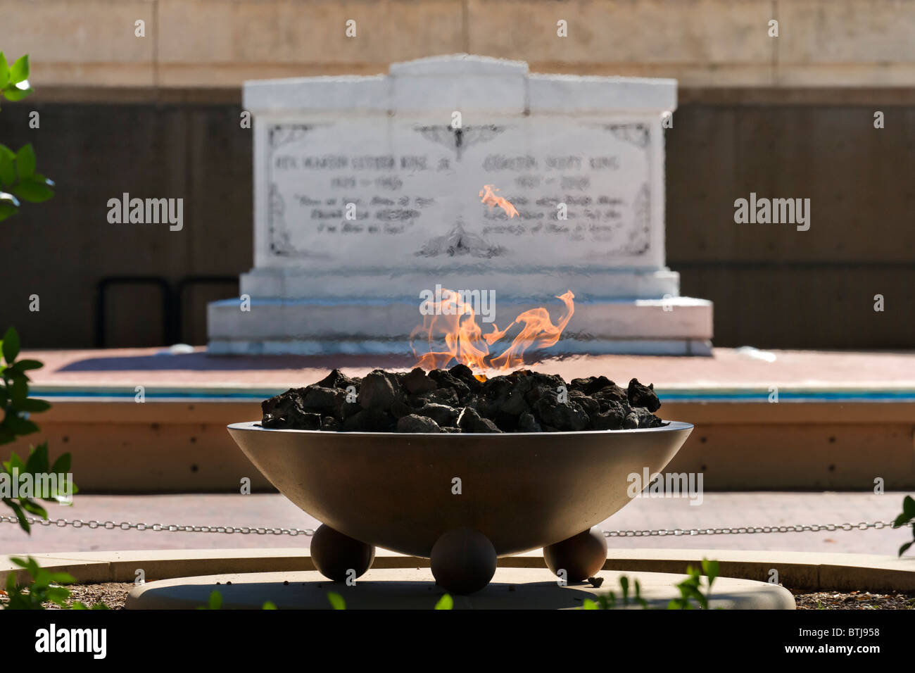 The Eternal Flame with MLK tomb behind, Martin Luther King Jnr National Historic Site, Atlanta, Georgia, USA Stock Photo