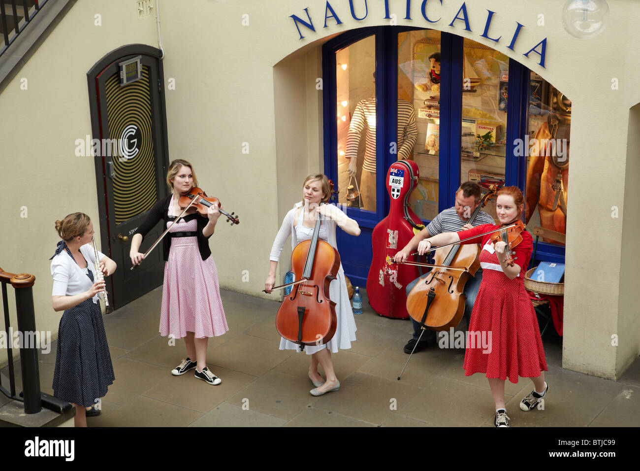 Street performers, Covent Garden Market, London, England, United Kingdom - Stock Image