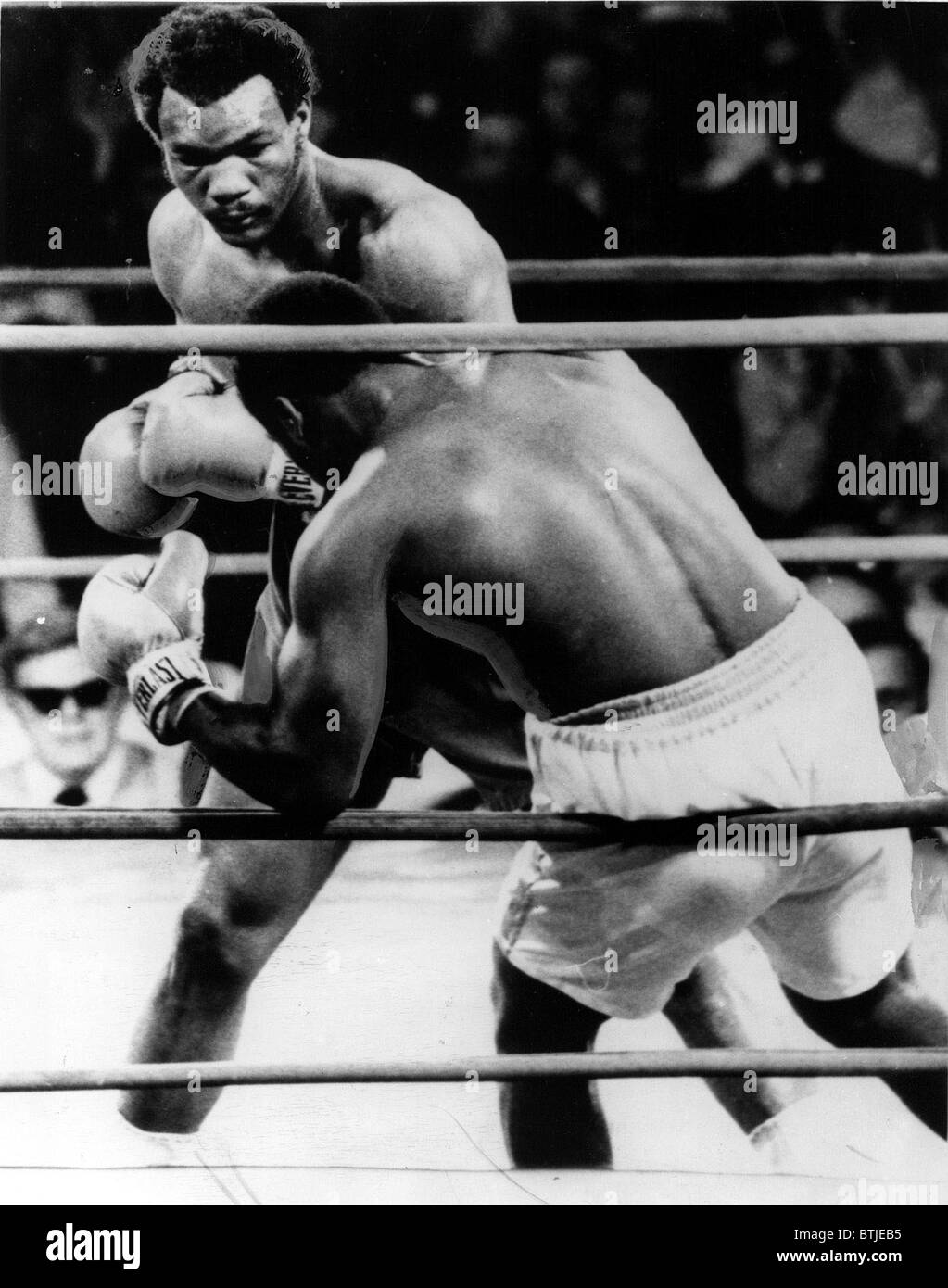GEORGE FOREMAN- The boxer knocking Joe Frazier down in the second round. Kingston, Jamaica, 1/22/73 - Stock Image