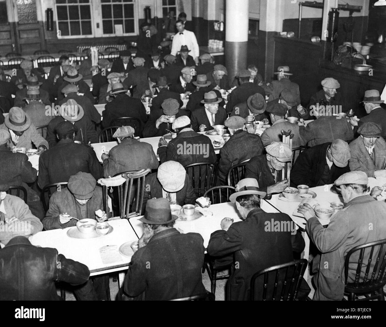 Great Depression, Unemployed and homeless men eating at Municipal Lodging House (25th Street & East River), - Stock Image