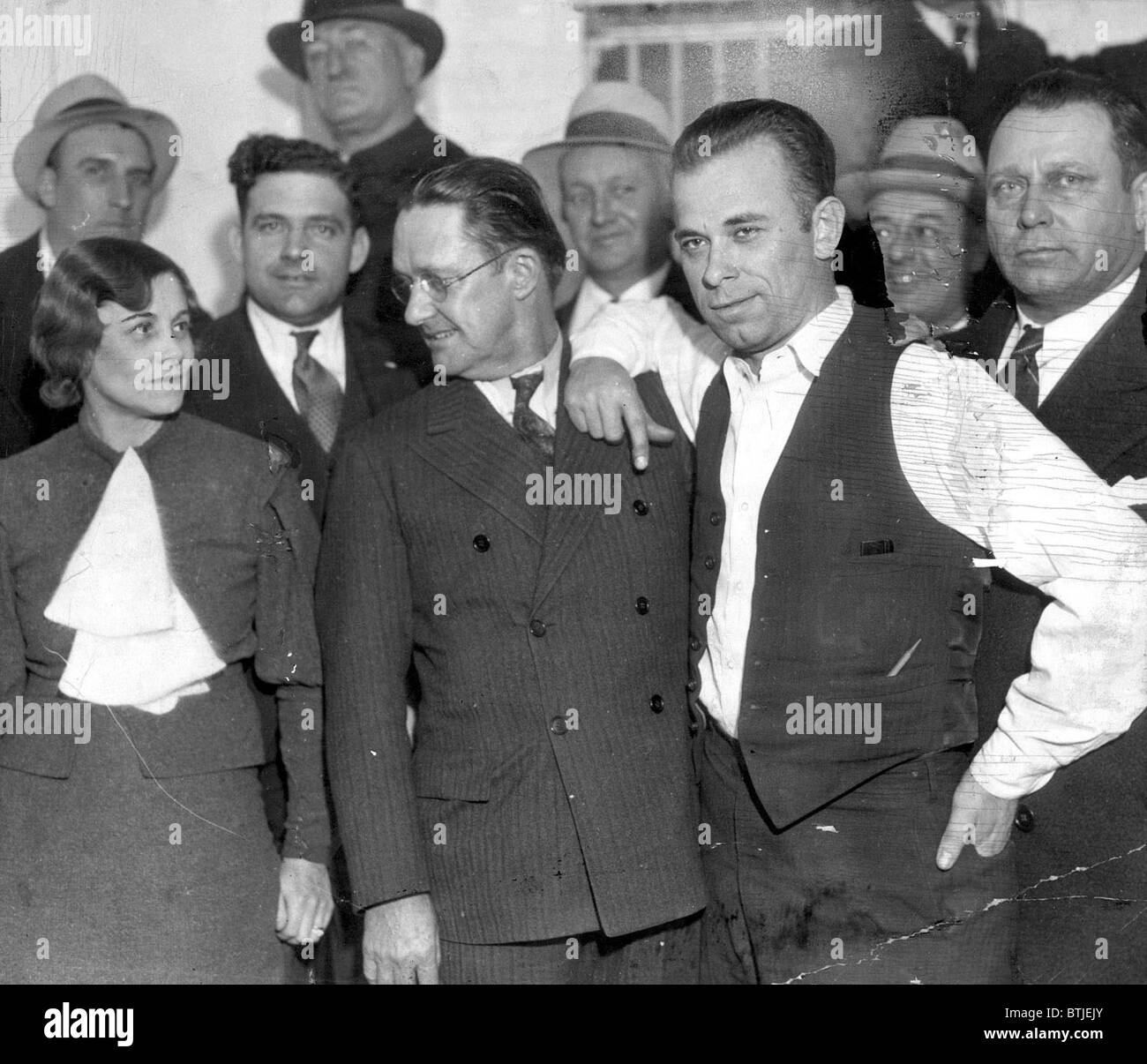 JOHN DILLINGER-Dillinger with Prosecuting Attorney, Robert Estill and Sheriff Lillian Holley, his jailer, at the - Stock Image