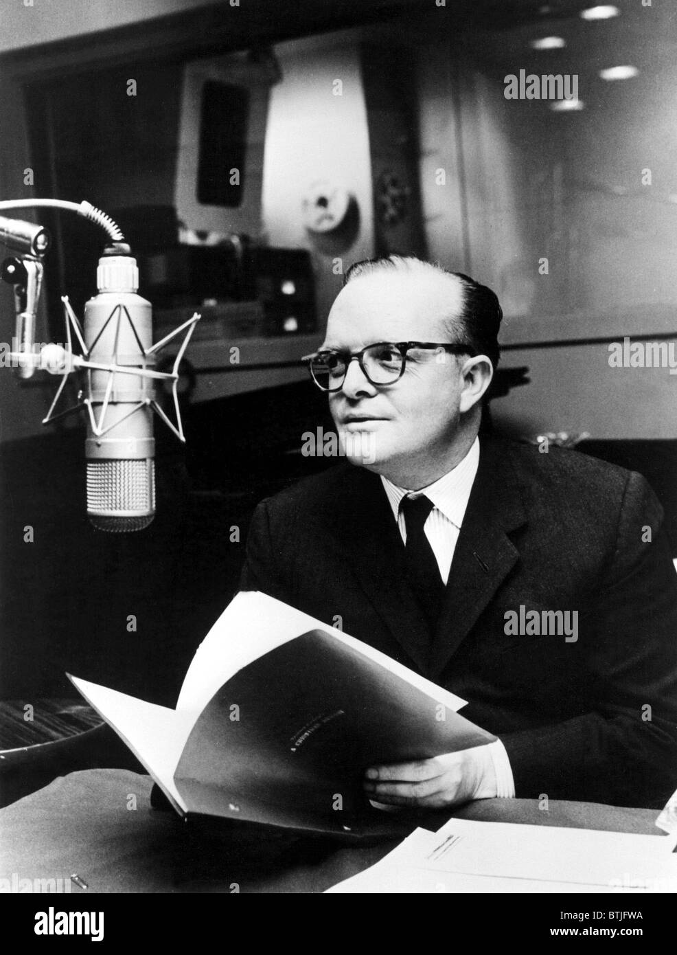 Truman Capote A Christmas Memory.Truman Capote In Studio For A Christmas Memory Tv In 1967
