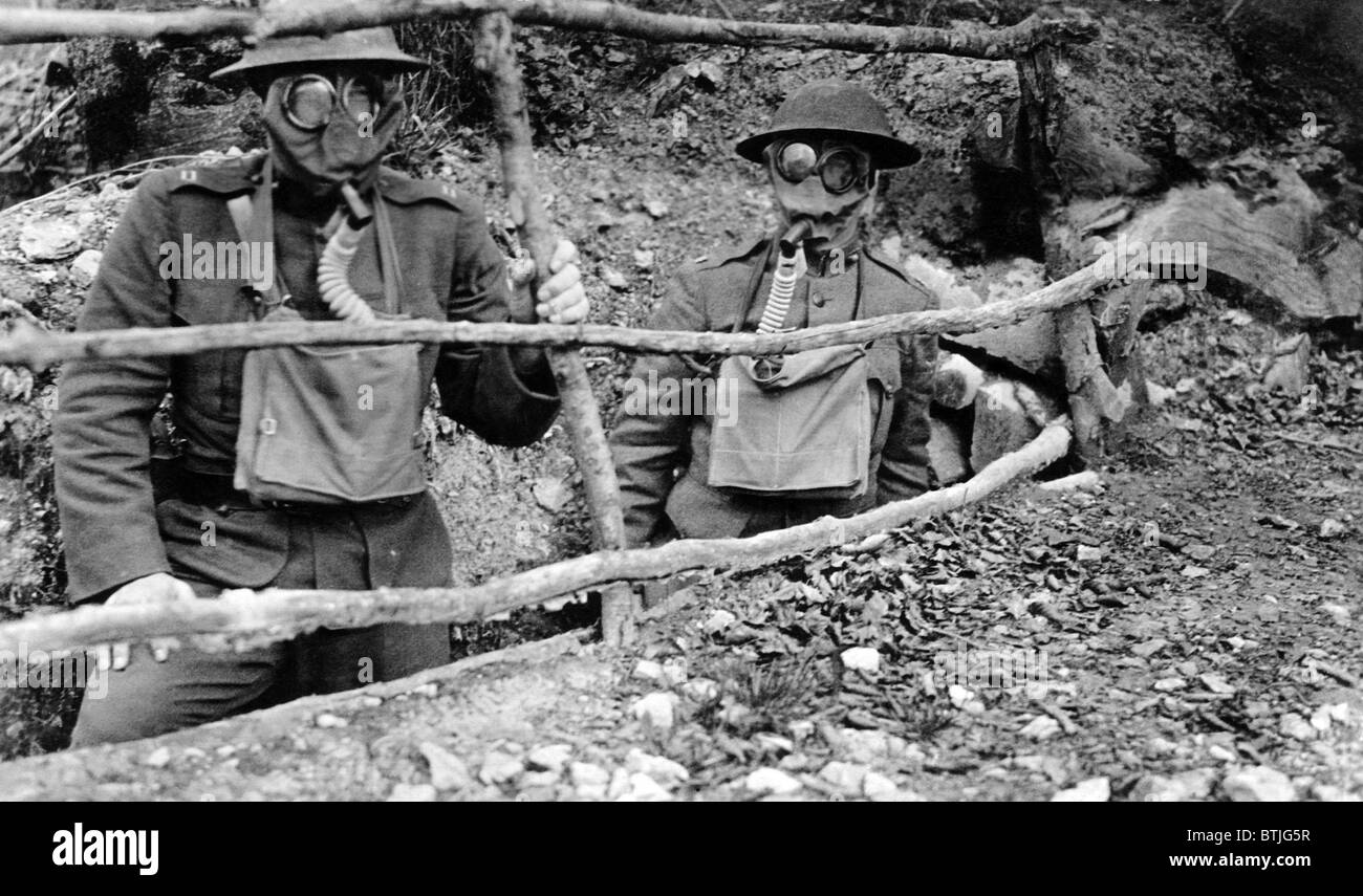 World War I: Soldiers wearing gas masks, 1918. - Stock Image