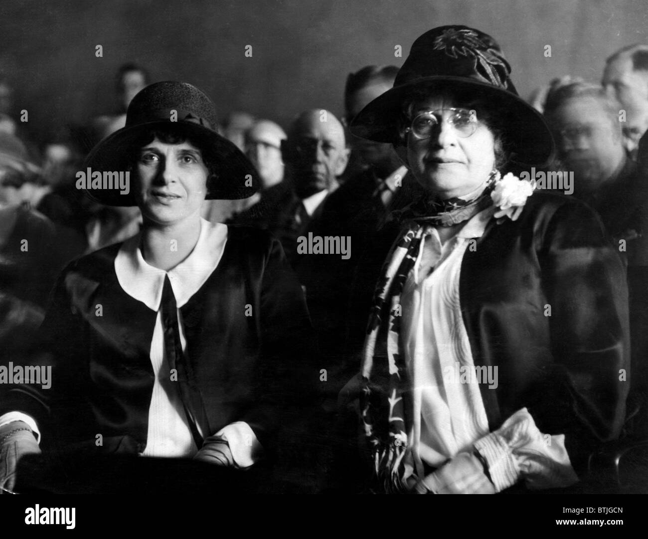 Aimee Semple McPherson and her mother, Minnie Kennedy, on trial on charges of criminal conspiracy, Hall of Justice, - Stock Image
