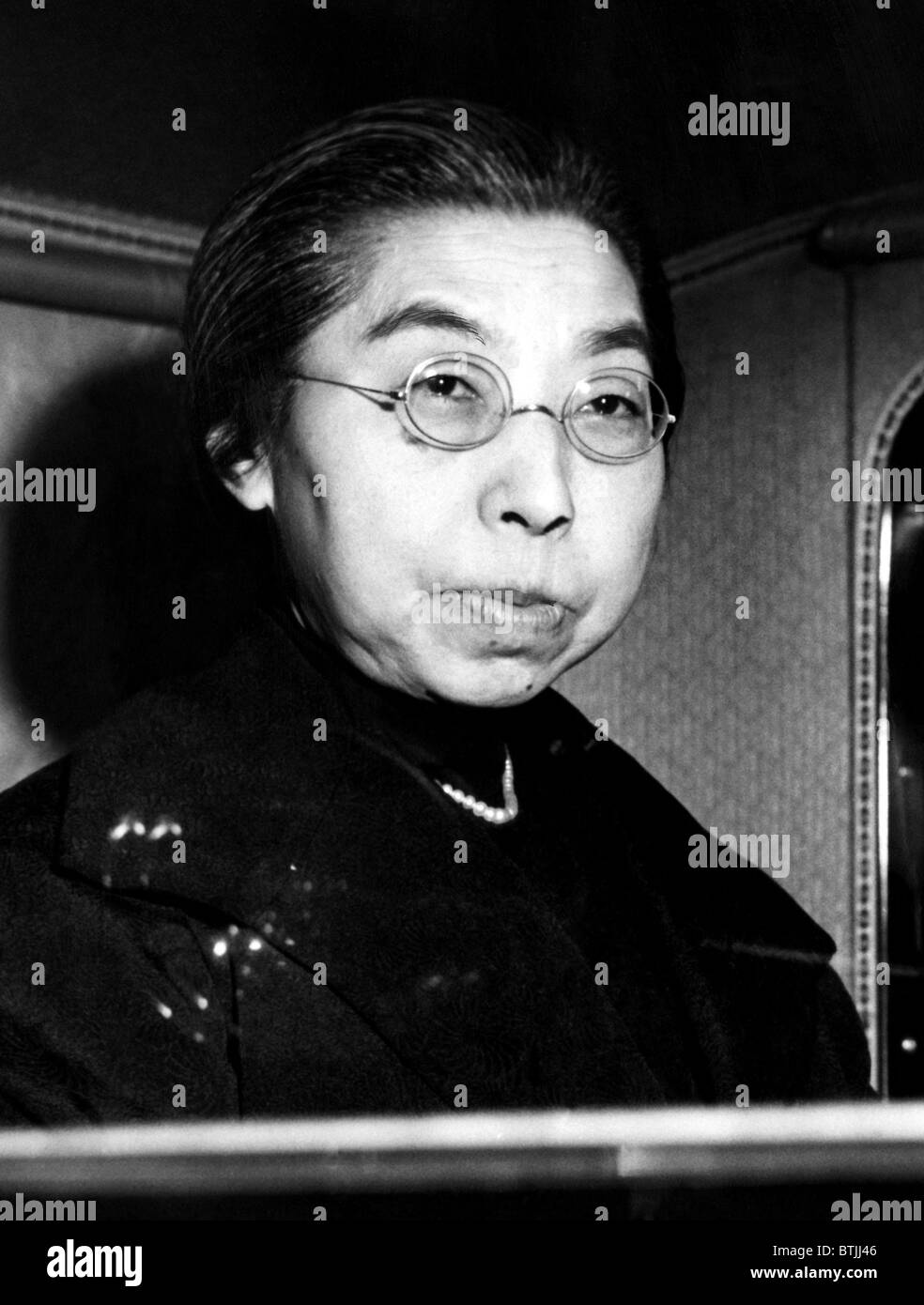 Empress Dowager of Japan as she arrives at the Palace in Tokyo to visit her son, Emperor Hirohito. December 1945. - Stock Image