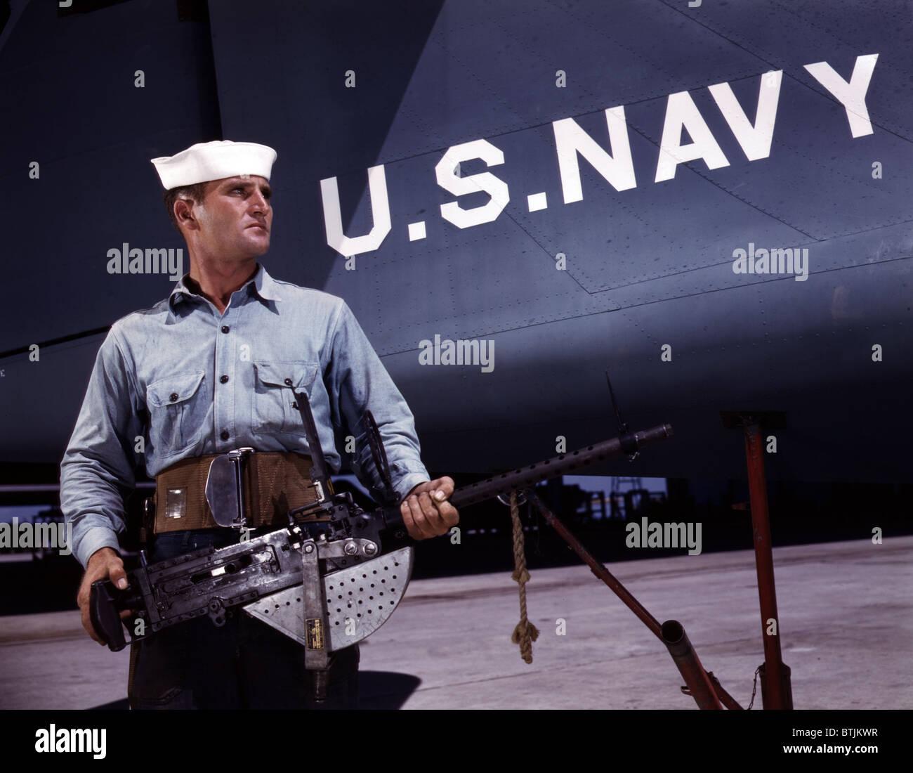 A sailor holds a .30 caliber machine gun at the Naval Air Base, Corpus Christi, TX, 1942 - Stock Image