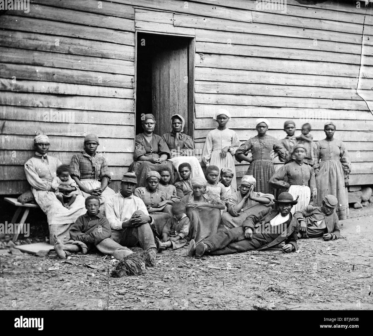 The Civil War, African American 'contrabands' (escaped slaves), at Foller's house, Cumberland Landing, - Stock Image