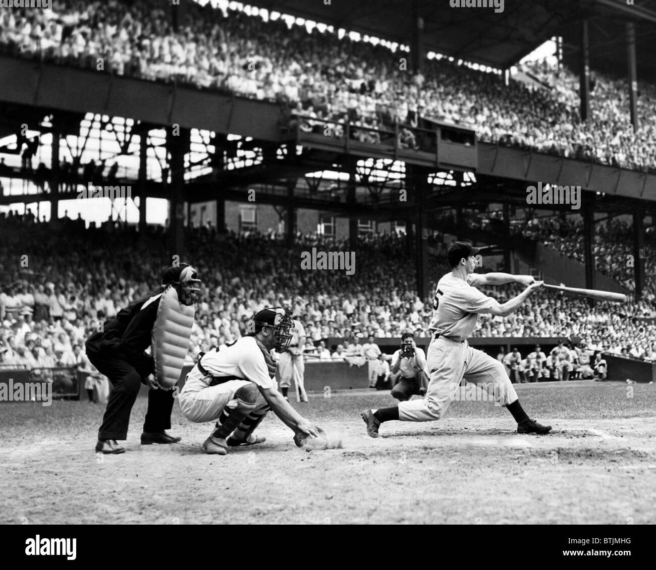 Joe DiMaggio breaks the record for hitting safely in consecutive games. This hit brought his streak to 42 games, Stock Photo