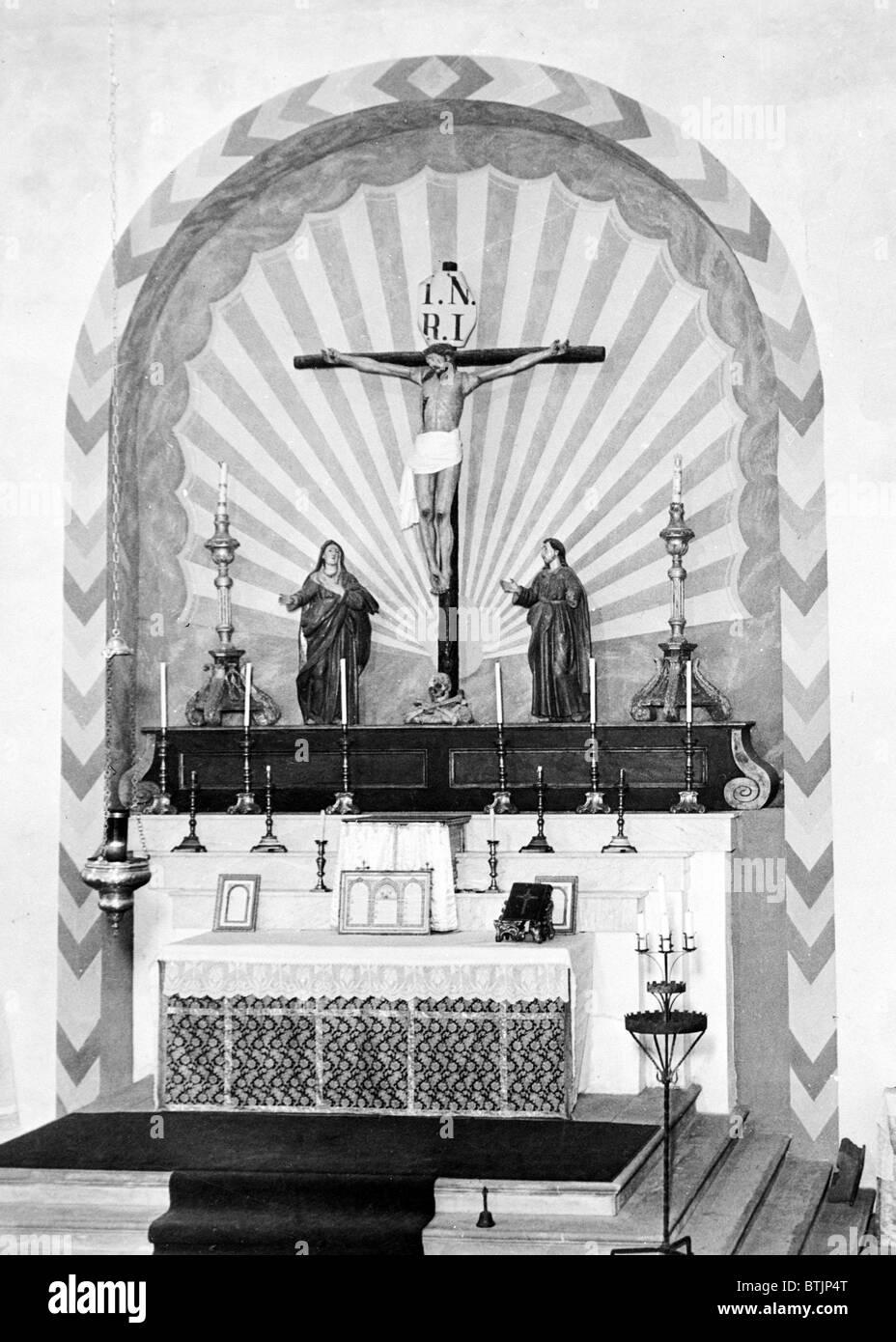 Religion, Mission San Carlos Borromeo, view of high altar, photograph by Robert W. Kerrigan, Rio Road, & Lausen - Stock Image