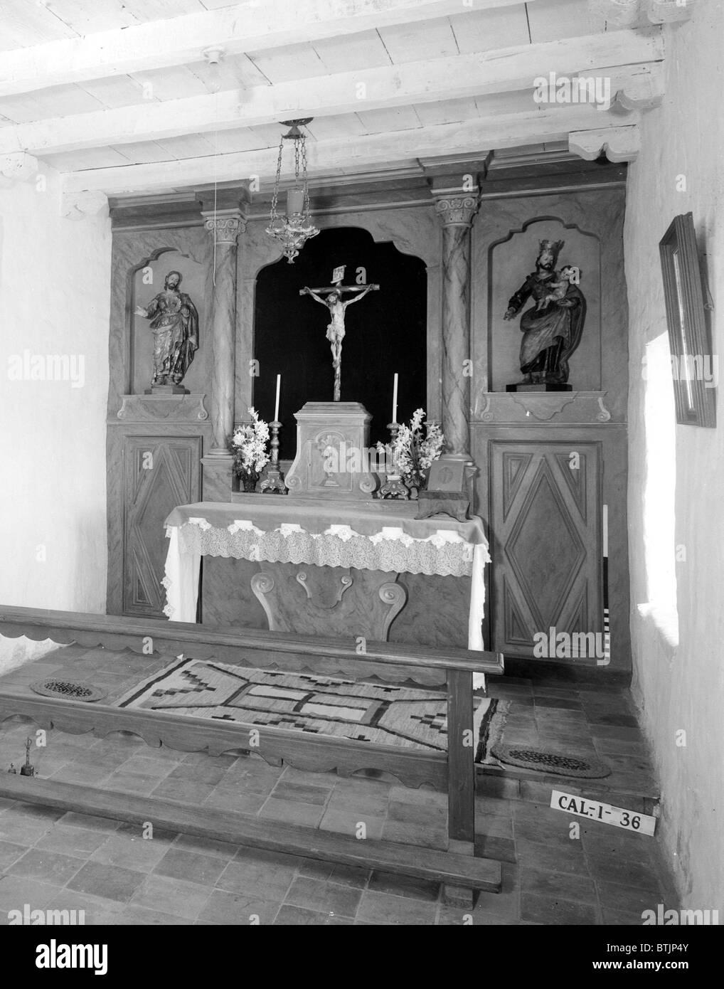 Religion, Mission San Carlos Borromeo, detail of small chapel, photograph by Robert W. Kerrigan, Rio Road, & - Stock Image