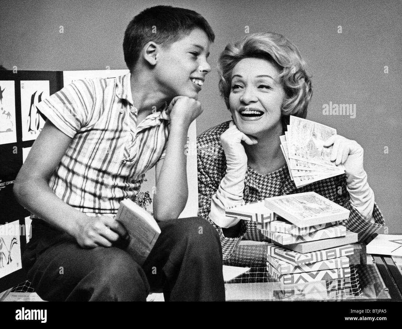 9ca12f41d Marlene Dietrich sells a boy Christmas cards at a UNICEF fundraiser ...