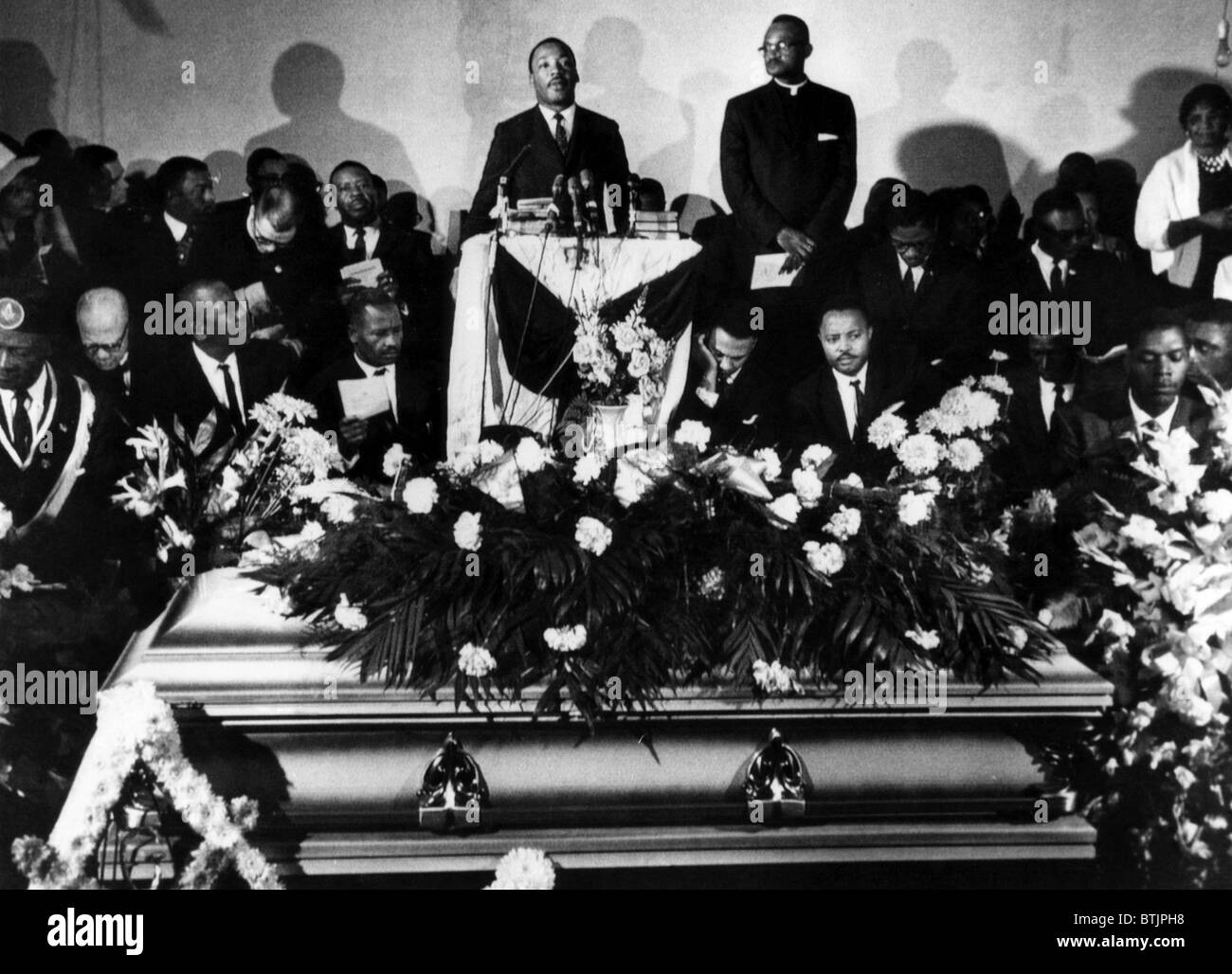 Martin Luther King Jr Center Standing Giving A Eulogy For