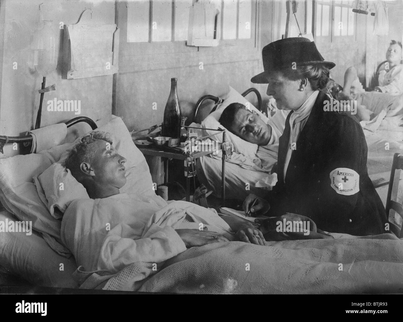 World War I, taking a message for home from a U.S. soldier at Neuilly, France, circa 1914-1918. - Stock Image