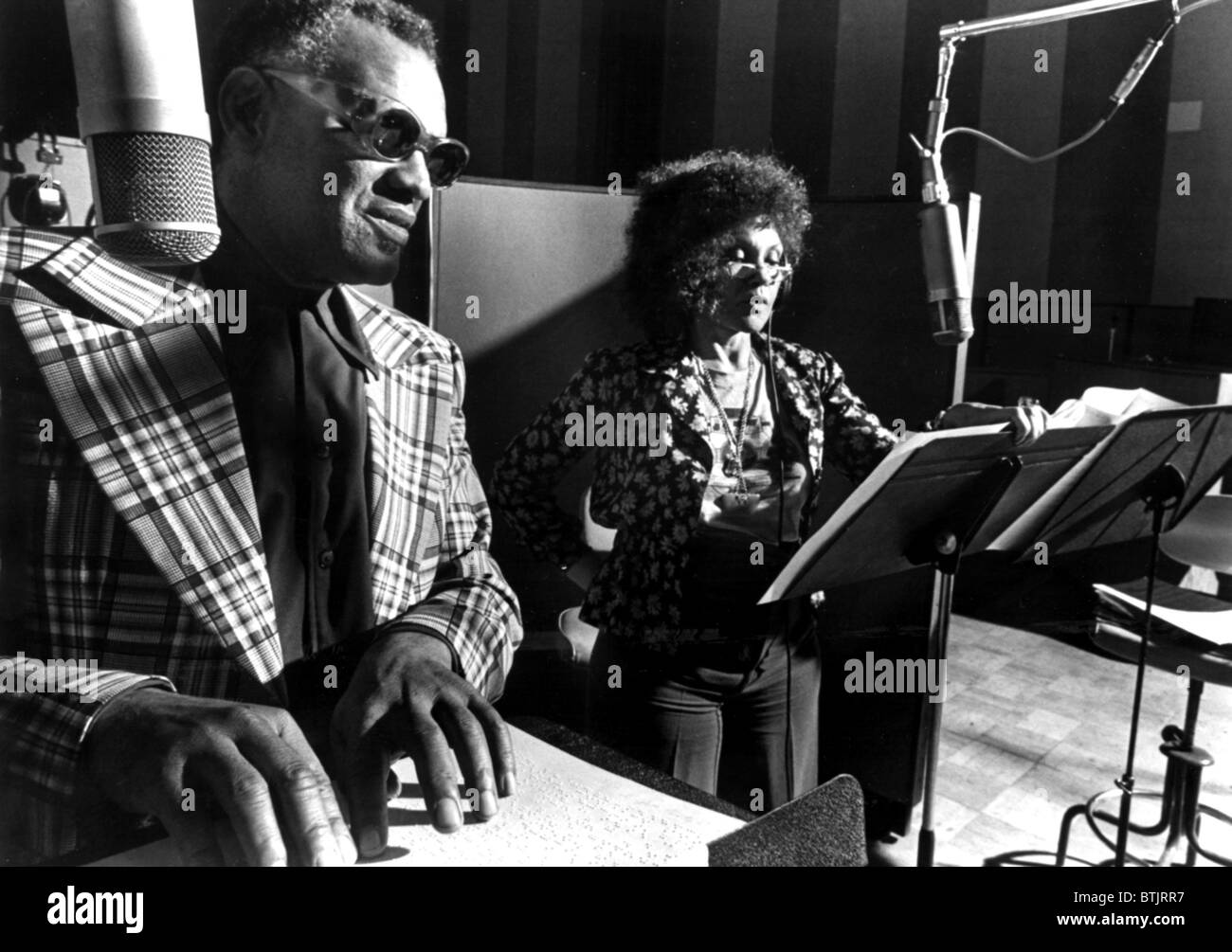 Ray Charles, with Cleo Laine recording a version of 'Porgy and Bess' ca. 1979 - Stock Image