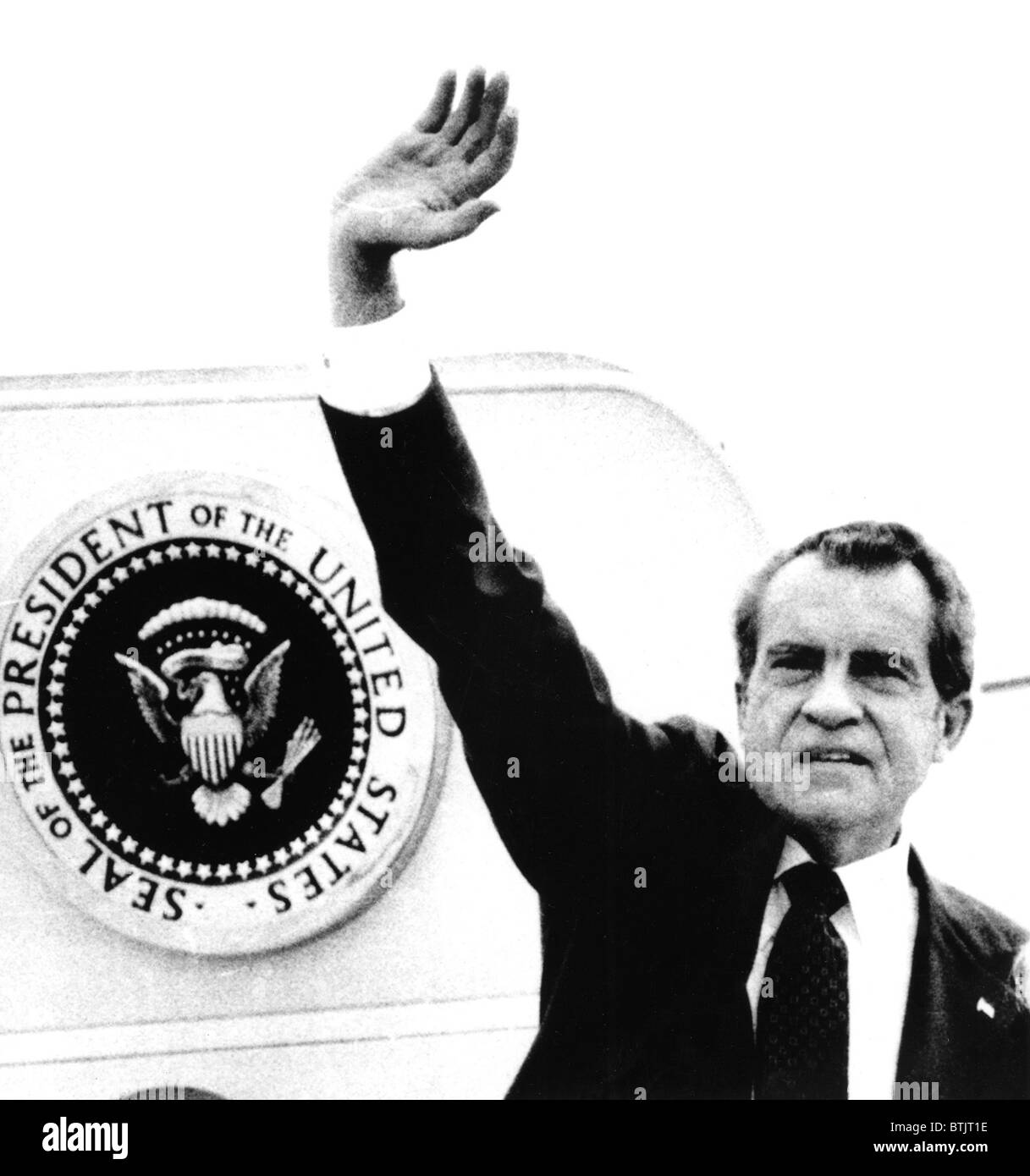 The Presidential Seal behind him for the last time, Richard M. Nixon boards Air Force One for California after resigning, - Stock Image