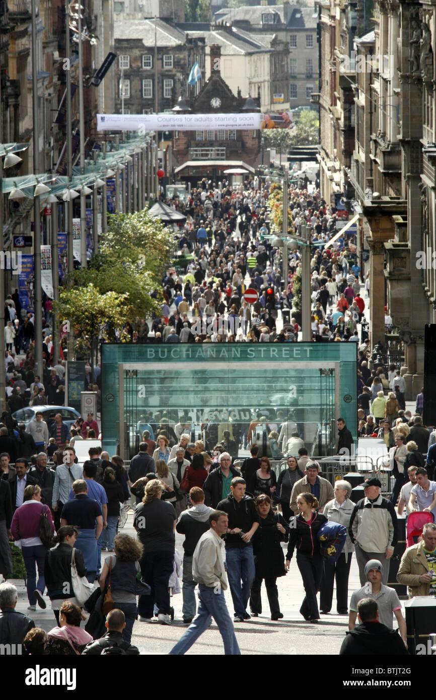 High Street Shoppers, Buchanan Street Subway Station, Buchanan Street, Glasgow, Scotland - Stock Image