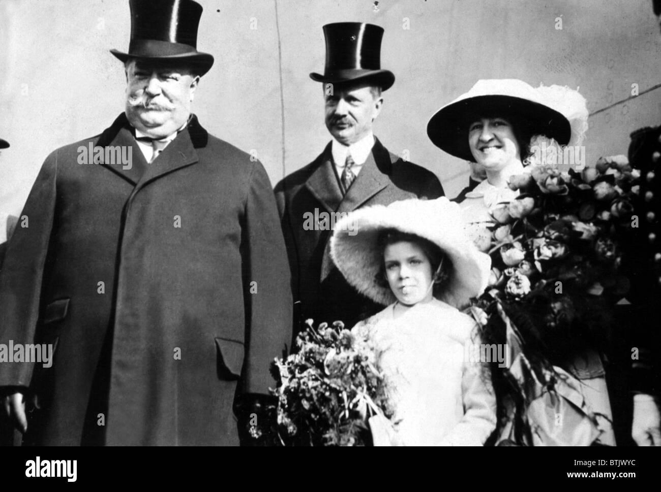 President WILLIAM HOWARD TAFT, Secretary of the Navy GEORGE VON L. MEYER, Miss KATHLEEN FITZGERALD and Miss ELSIE Stock Photo
