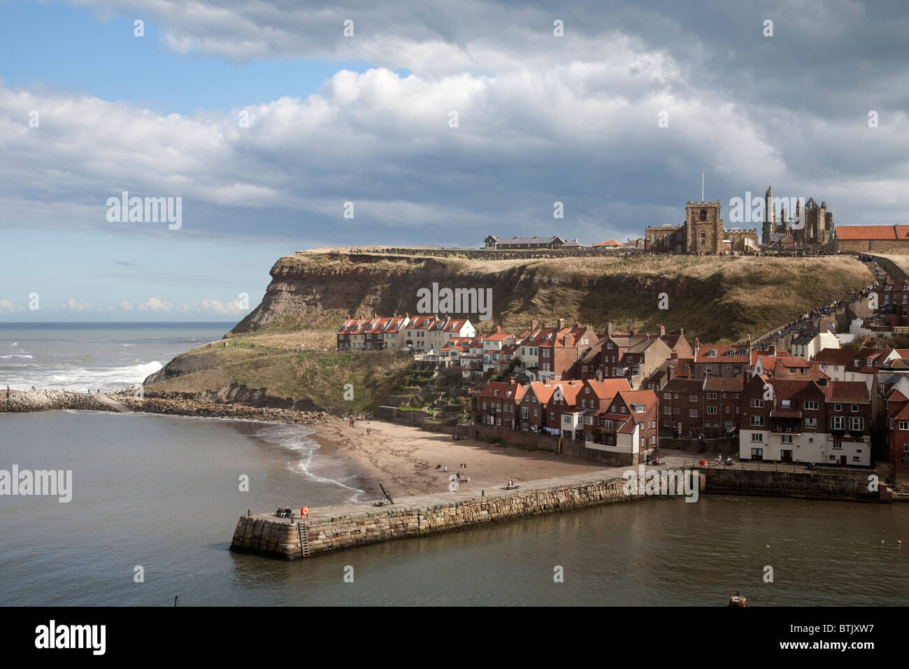 Whitby situated at the mouth of the River Esk in the Scarborough borough of North Yorkshire. Photo:Jeff Gilbert - Stock Image
