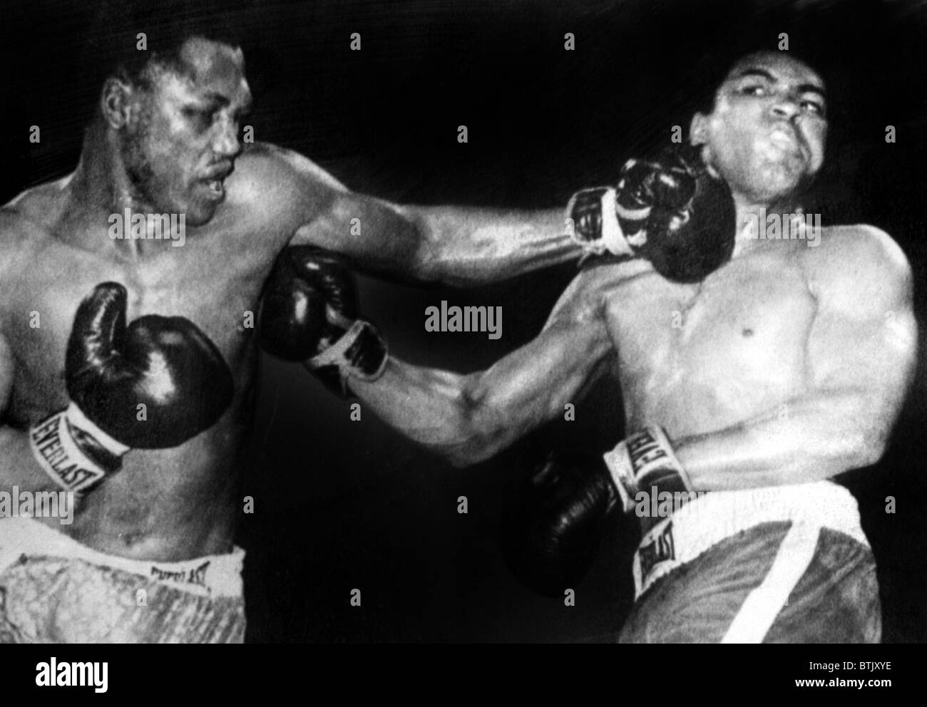 Joe Frazier vs. Muhammad Ali in their first title fight at Madison Square Garden, 1971 Stock Photo