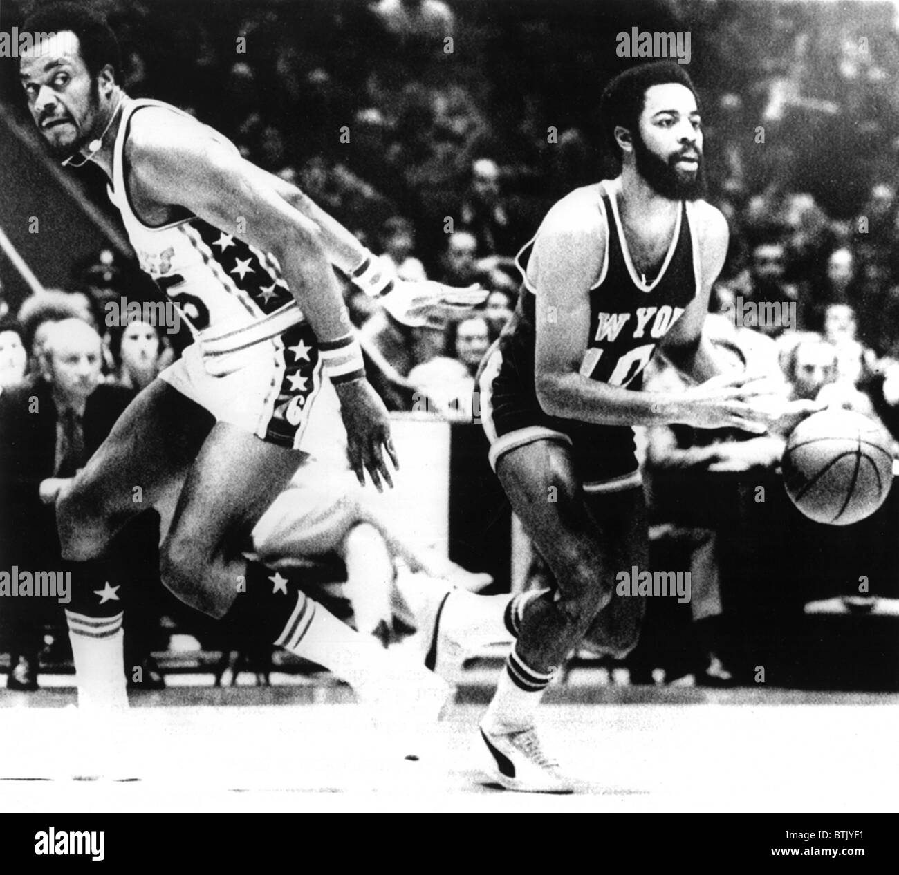 Philadelphia Sixers' Bob Rule (L), & NY Knicks' Walt Frazier (R), with the basketball, in their game - Stock Image