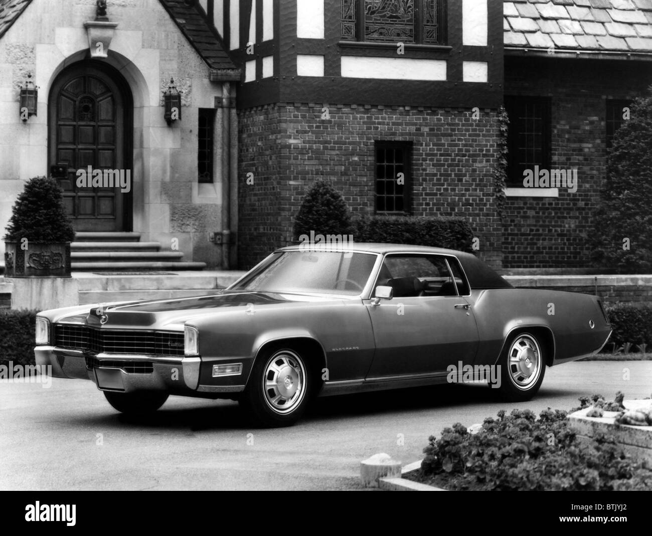 472 Cadillac Engine Diagram Stock Photos Images Alamy 1968 Fleetwood Eldorado With A Cubic Inch That Produces 525 Foot Pounds Of