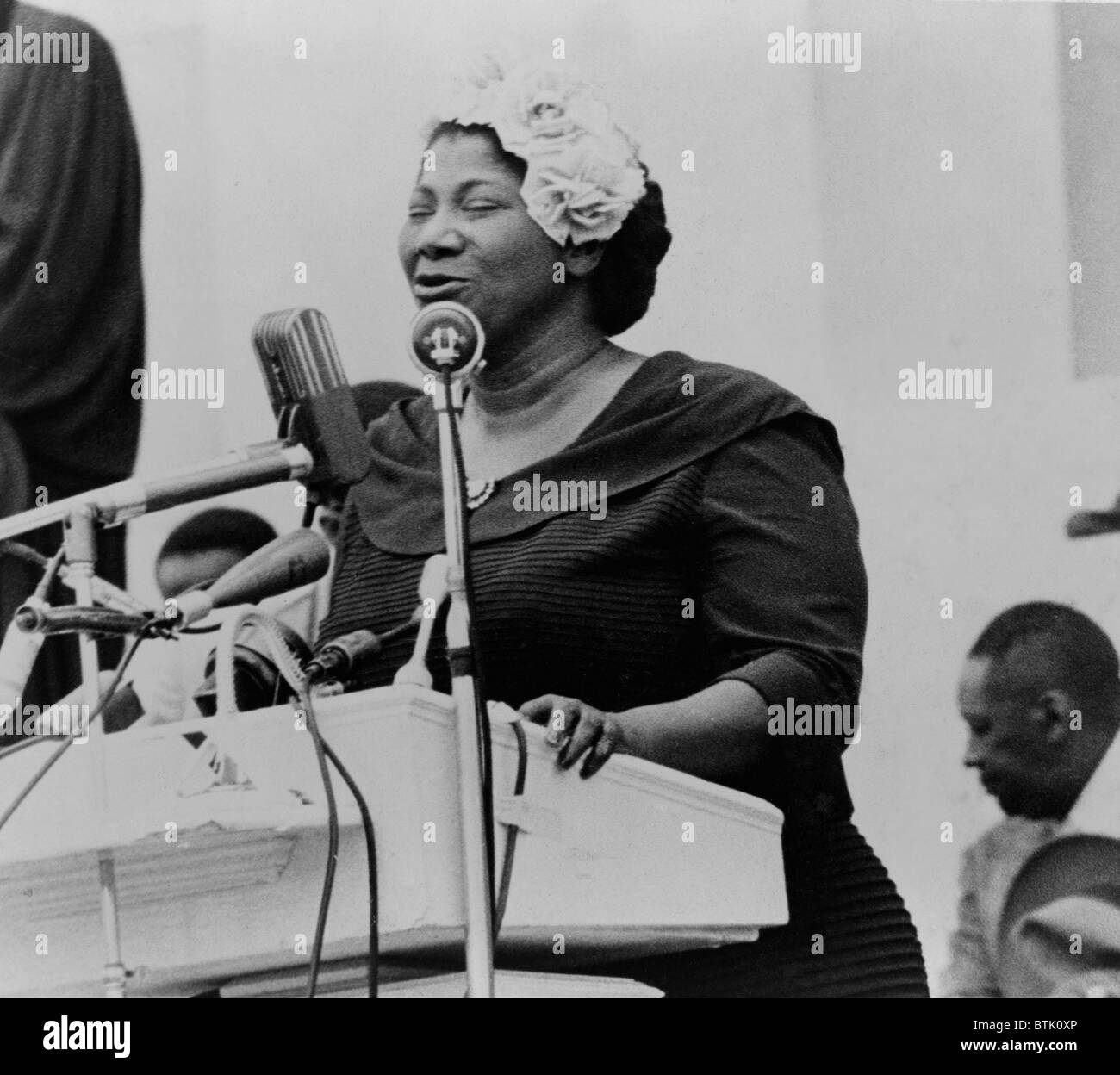 Mahalia Jackson (1911-1972), singing from the Lincoln Memorial at a May 17, 1957 Prayer Pilgrimage for Freedom in - Stock Image