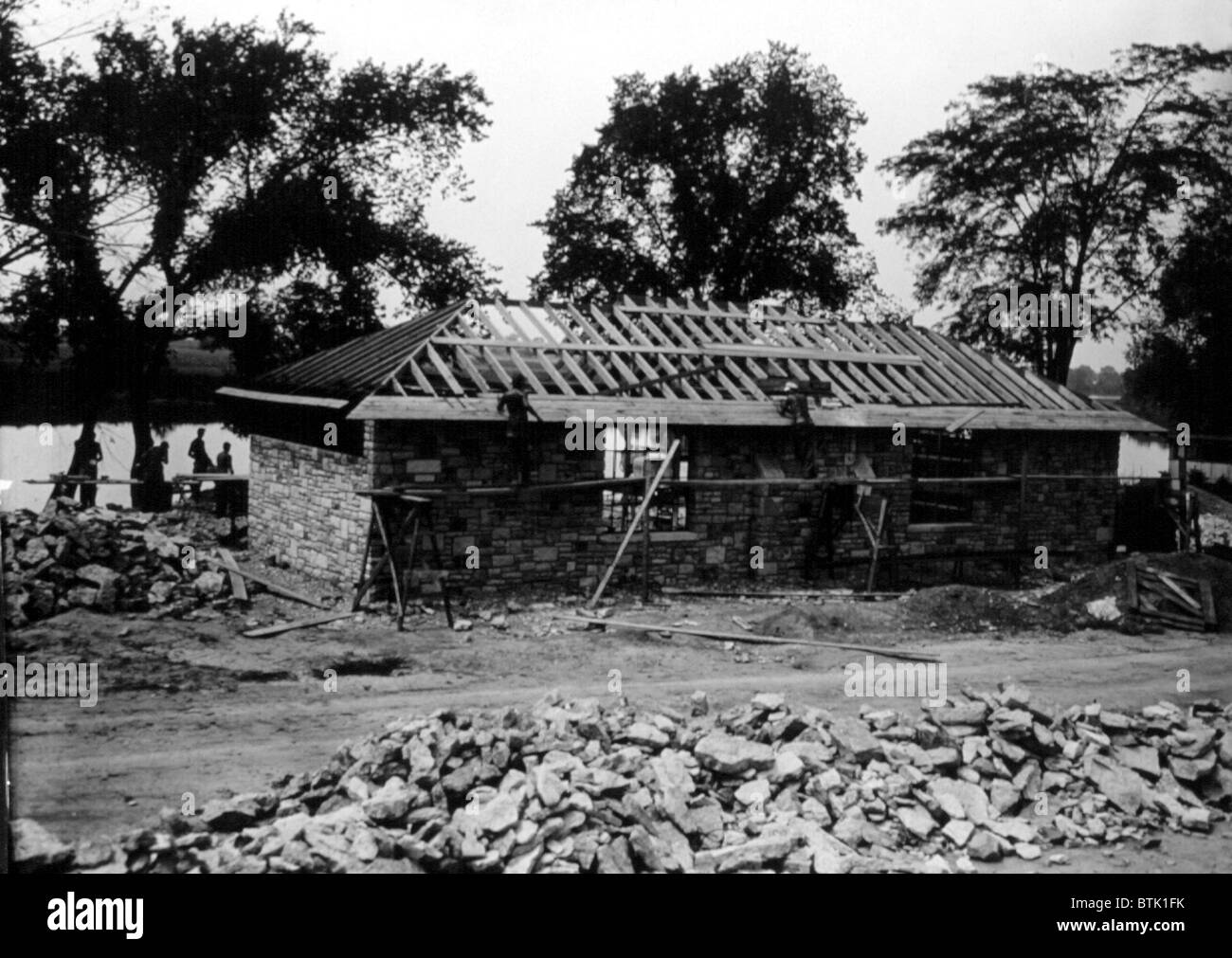 Great Depression, CCC (Civilian Conservation Core). Workers construct a sandstone and limestone house on the Maumee - Stock Image