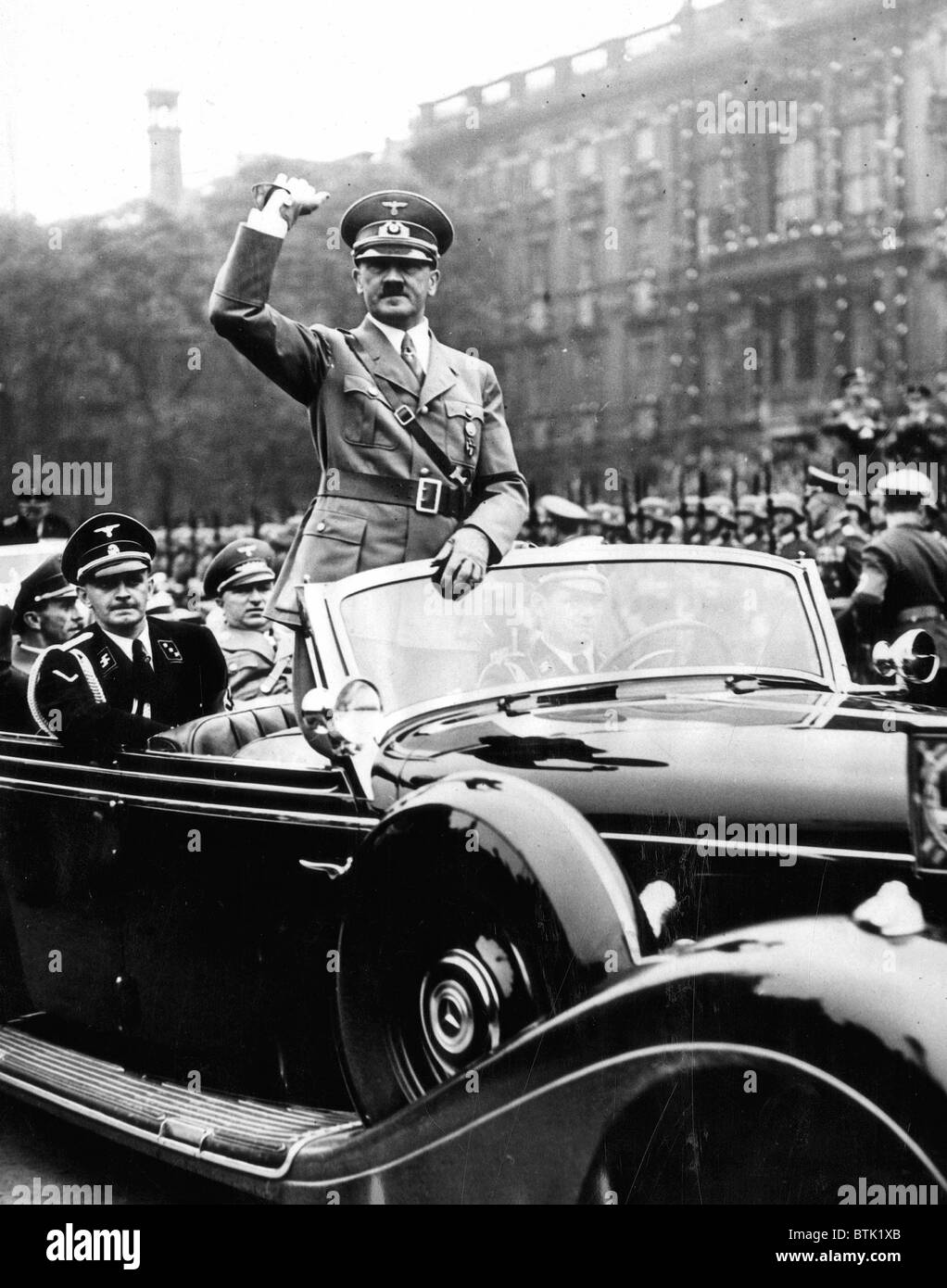 EV1947 - Adolph Hitler acknowledges cheers of the crowd as  he left the Berlin Lustgarten, May 8, 1939 - Stock Image