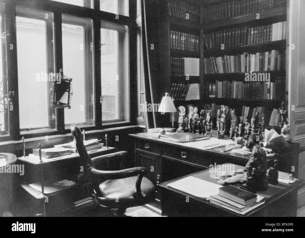 Sigmund Freud's writing desk in his office in Vienna as it looked in 1938 before his emigration to England when - Stock Image