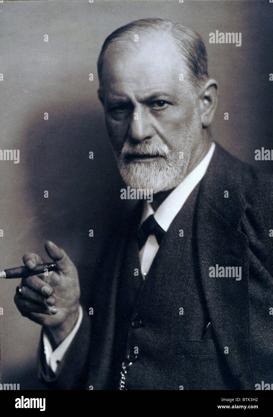Sigmund Freud (1856-1939) smoking cigar in a classic early 1920s portrait. Stock Photo