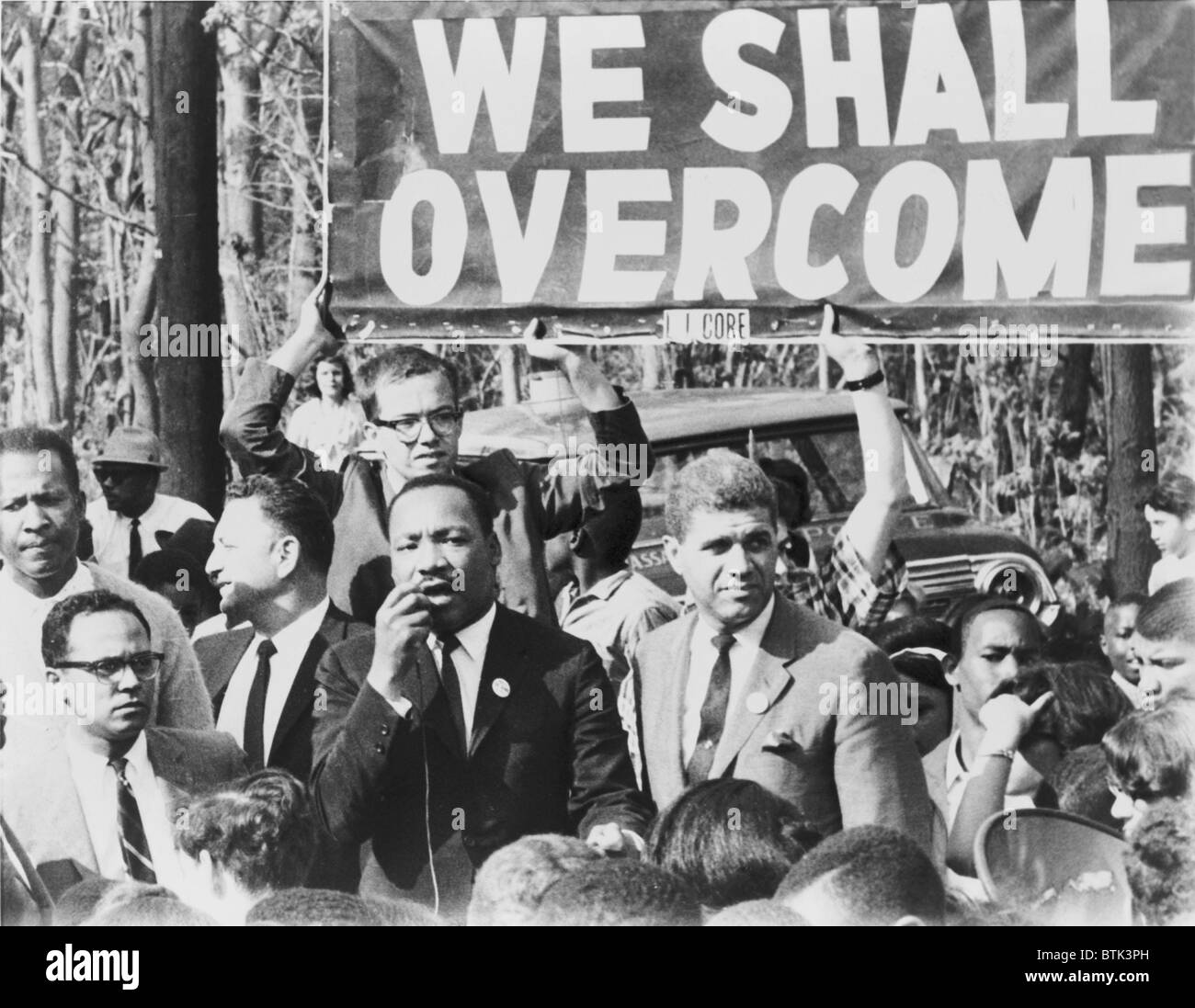Martin Luther King, Jr. (1929-1968), addressing a crowd on a street in Lakeview, N.Y., May 12, 1965. - Stock Image