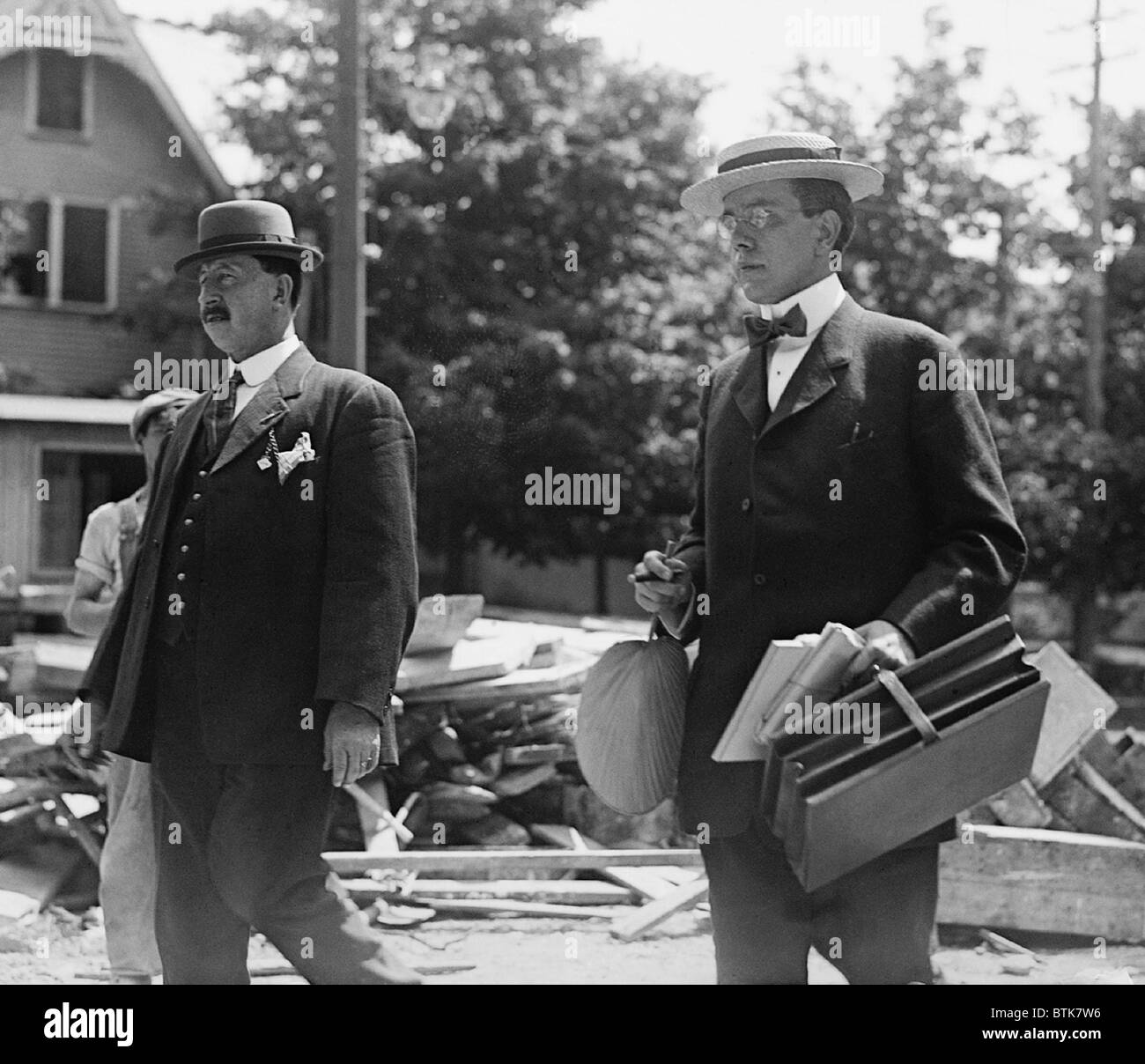 Harry Thaw (1871-1947), murderer of Stanford White, with unidentified gentleman, possibly one of his lawyers. Ca. - Stock Image