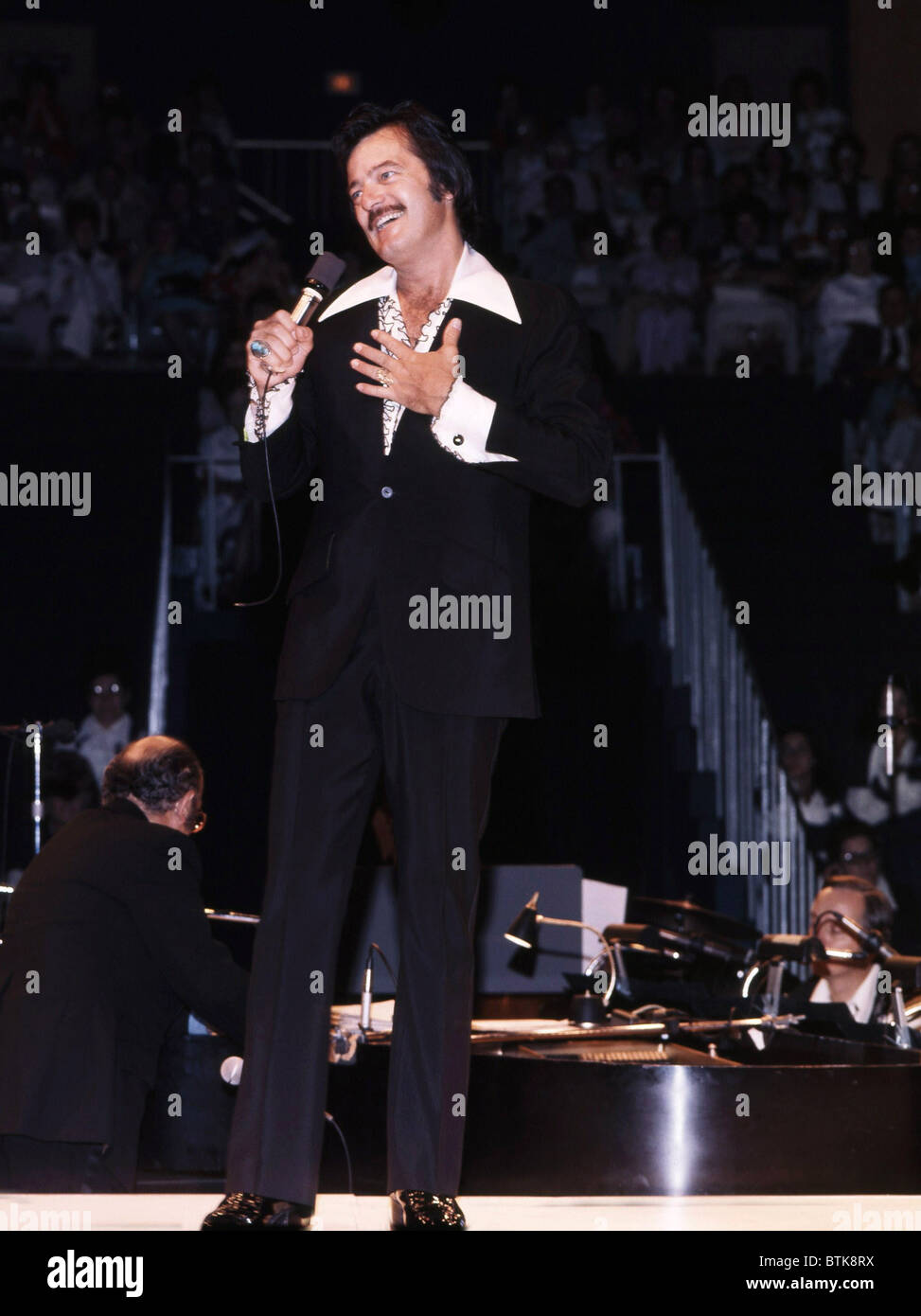 Robert Goulet, 1975, Millrun Playhouse Theater in the Round, Niles, Illinois. - Stock Image