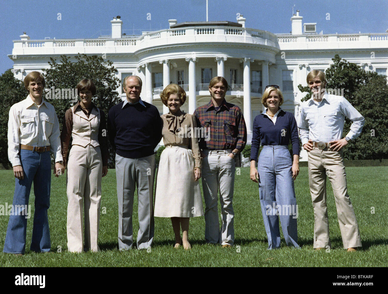 Ford family portrait on the White House South Lawn. L to R: Mike, Mike's wife Gayle, President Ford, Mrs. Ford, - Stock Image