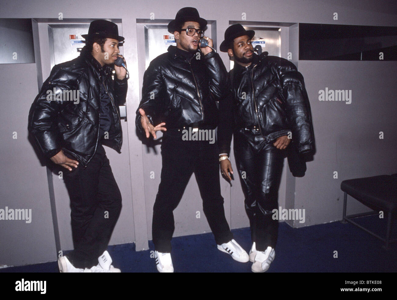 Run DMC, (from left) Reverend Run (Joseph Simmons), Darryl McDaniels, Jam Master Jay (Jay Mizell), January 1986. - Stock Image