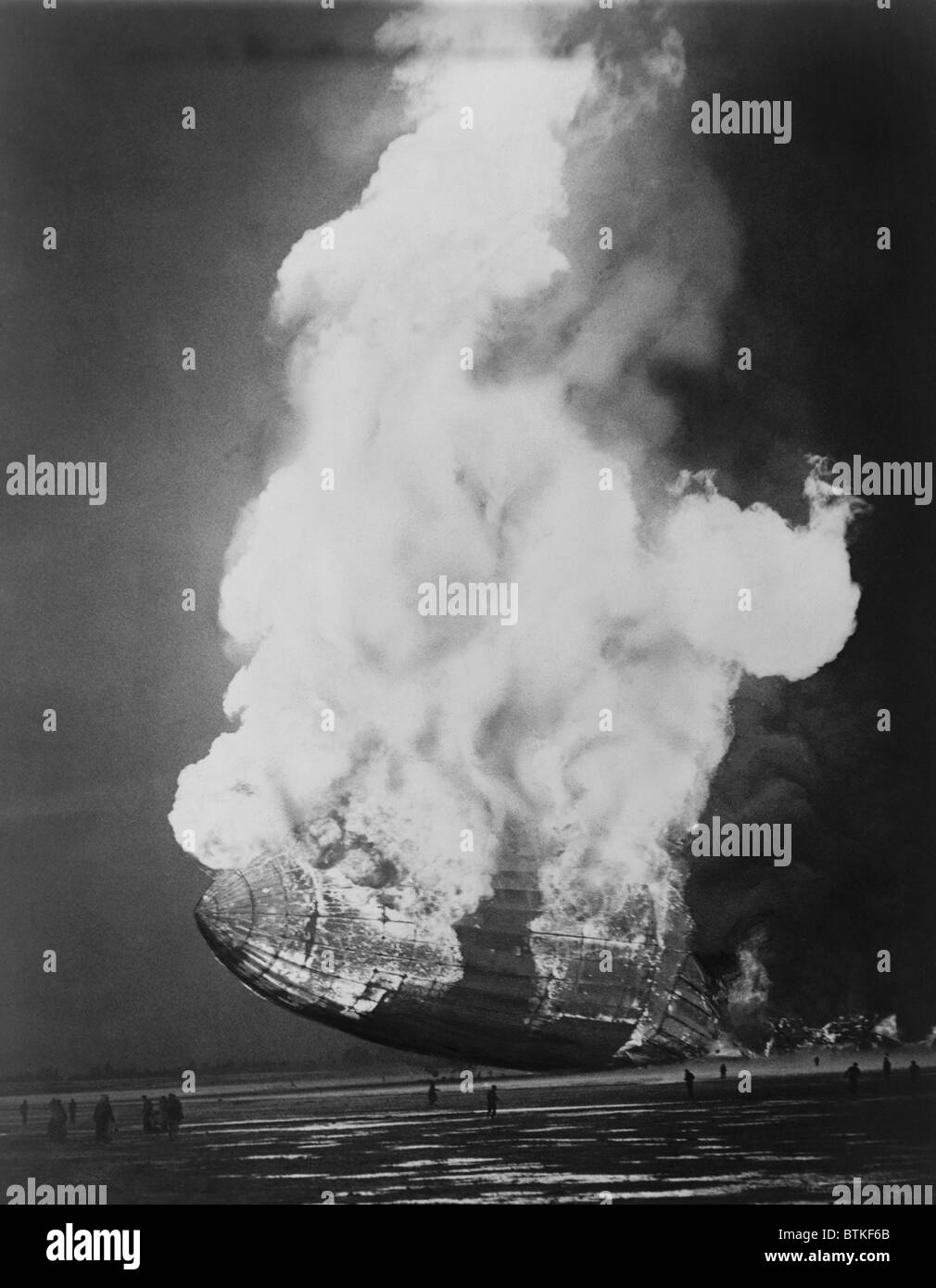 The Hindenburg hits the ground in flames in Lakehurst, N.J. on May 6, 1937. - Stock Image