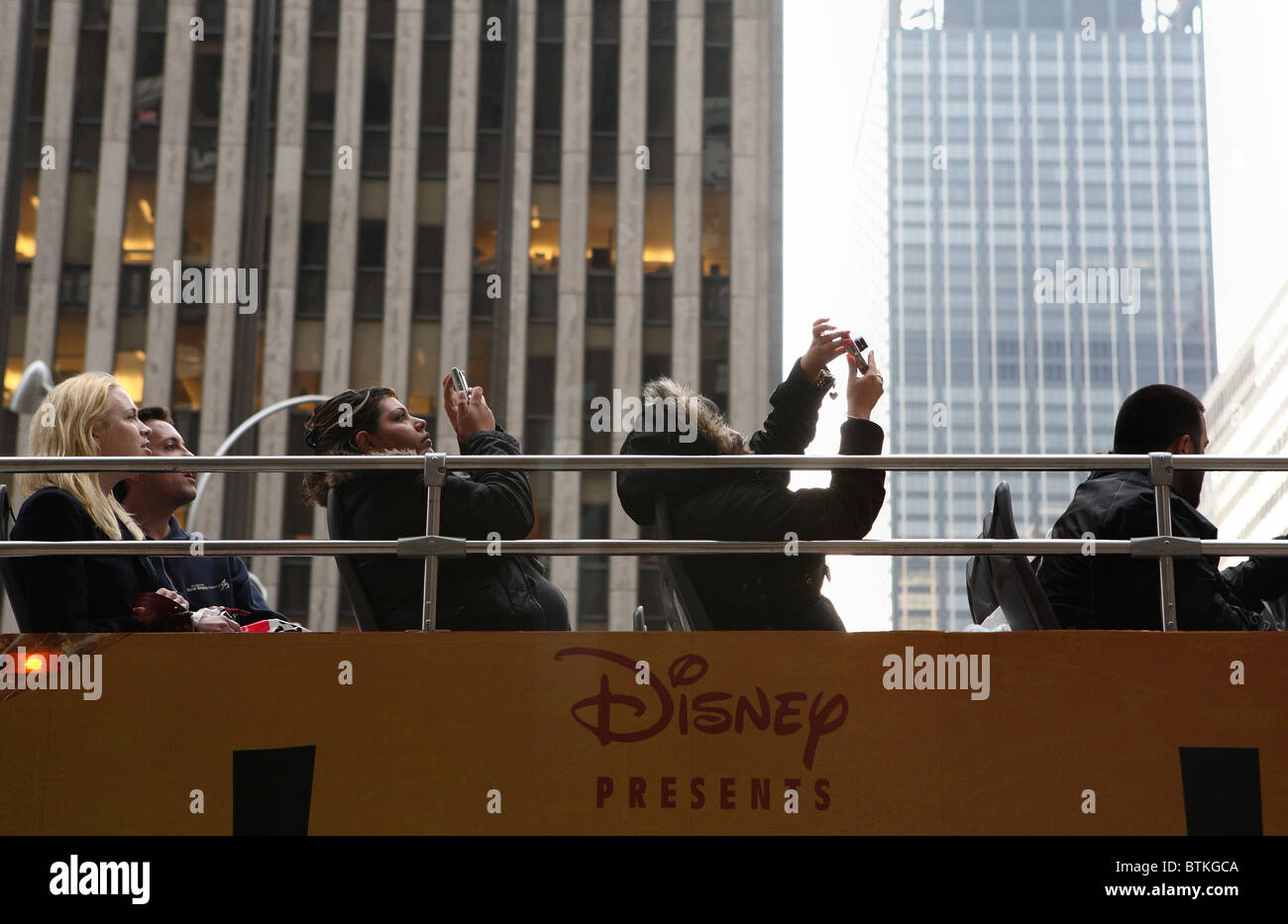 Tourists on a sightseeing bus, New York City, USA - Stock Image
