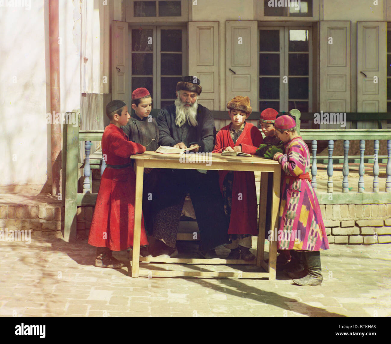 Group of Jewish boys with their teacher in Samarkand, ca. 1910. Samarkand's Jews lived under Muslim rule until - Stock Image