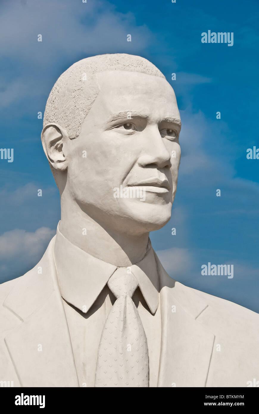 White concrete sculpture of Barack Obama, 44th US President, at David Adickes Sculpturworx Studio in Houston, Texas, USA Stock Photo